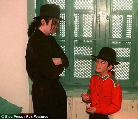 Omer yang diduga kuat merupakan anak  kandung biologis dari Michael Jackson