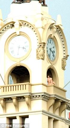 couple caught having sex on Sydney clock tower