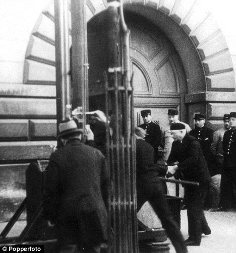 Off with their heads: France brings back the guillotine ...