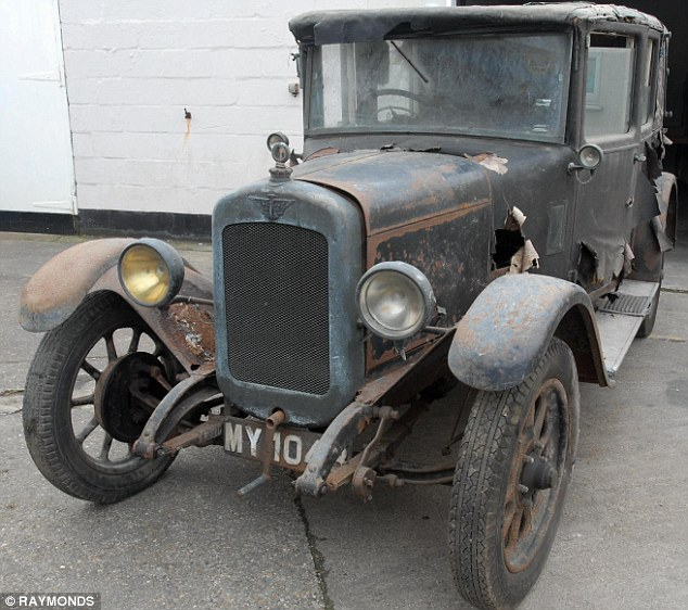 Rare Austin which stood in garage for 50 years discovered    and     Still running  The functioning 1929 Austin 12 4 was last moved in 1961