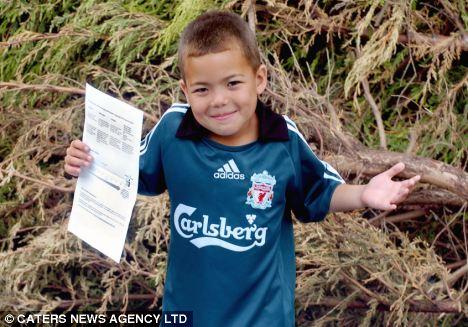 Activo: Bailey Russell encanta el fútbol, ensalada y verduras,   pero sus padres también recibieron una carta de advertencia por su peso