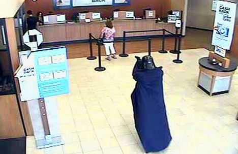 """Darth Vader"" menodong para nasabah dan karyawan bank"