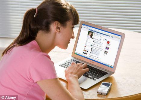 Las personas que constantemente echa Facebook puede carecer de autoestima, según un estudio