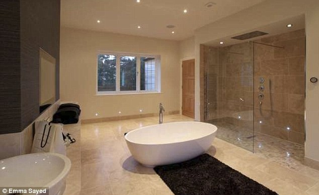Ashes hero Andrew Flintoff slashes £1.5m off asking price ... on Wet Room With Freestanding Tub  id=59770