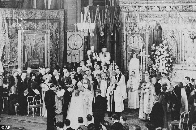 Princess Elizabeth marring Prince Philip in 1947