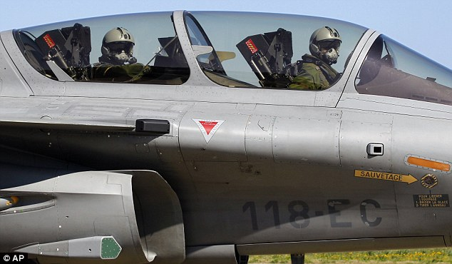 French Rafale-jet-fighter lands in Corsica