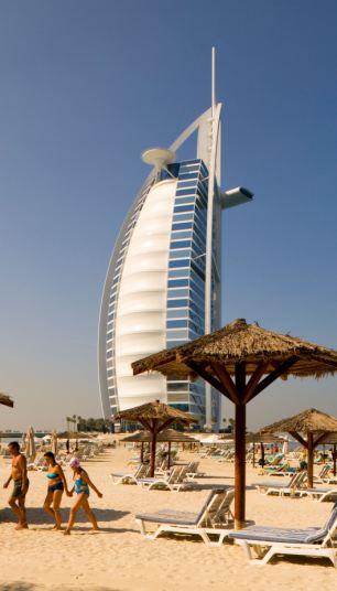Tragedia: la turista británica Lee Bradley Brown, que fue a través de haber estado viviendo en el Burj Al Arab Hotel, fue golpeado a muerte en una estación de policía de Dubai después de ser arrestado por insultar