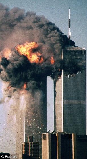 O ataque, que chocou o mundo: o World Trade Center em Nova York queimaduras depois de dois aviões sequestrados pela Al Qaeda em queda das Torres Gêmeas em 11 de setembro de 2001