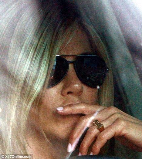 Jennifer Aniston Wears A Knuckle Duster On Her Wedding