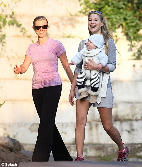 Girlfriends: Ali also managed to catch up with her friend Scrubs star Amy Smart for the afternoon walk