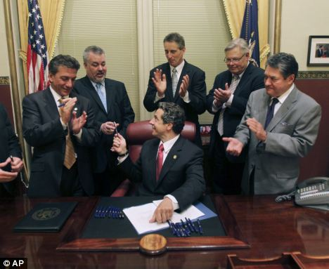 NY Gov. Cuomo Signs Same-Sex Marriage Bill