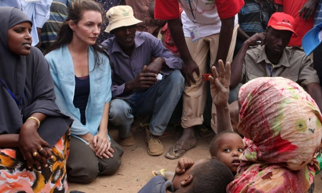 East Africa Drought Kristin Davis Visits Refugees As Un Tells Aid Agencies Do A Deal Daily Mail Online