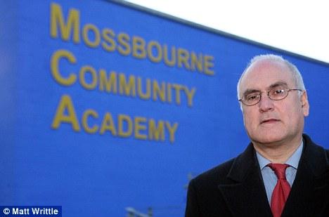 """En la pelota: Sir Michael Wilshaw pone el éxito de su escuela por tener un """"gran expectativa"""""""