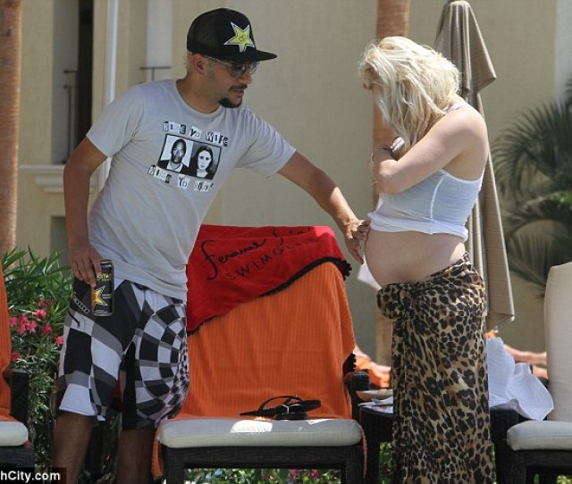 Parents In Waiting Pregnant Shayne Lamas And Husband Nik Richie Enjoyed Some Time In The