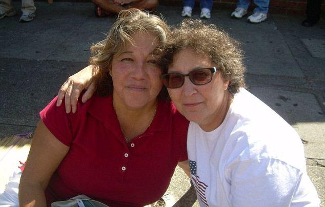 Pauline y Debra han estado casados desde 1990, cuando se unieron en una ceremonia de compromiso por su rabino