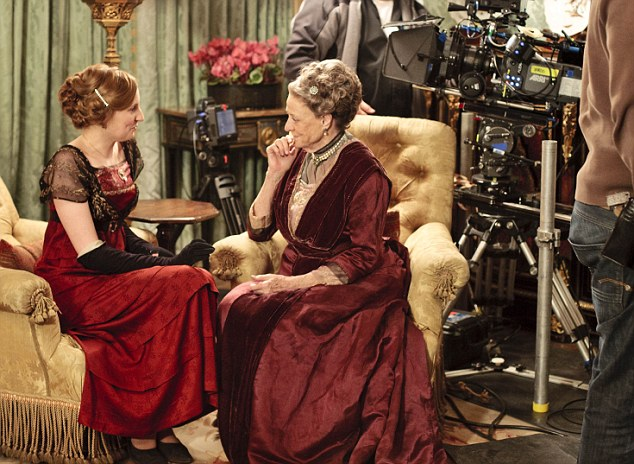 On set: Laura Carmichael as Edith and Maggie Smith as Violet