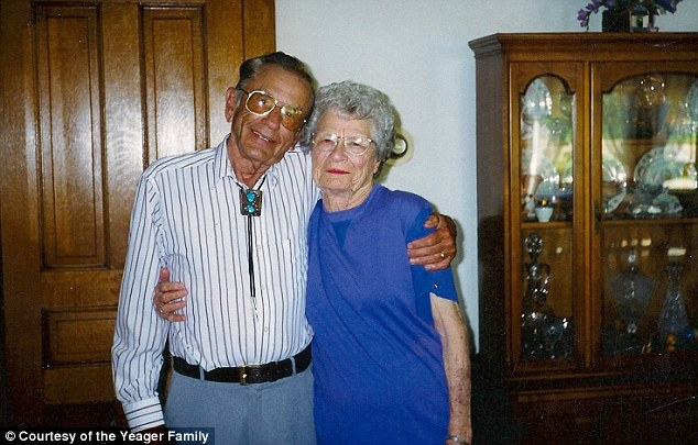 article 2051047 0E72F71600000578 396 634x405 Gordon and Norma Yeager married for 72 yrs die an hour apart holding hands