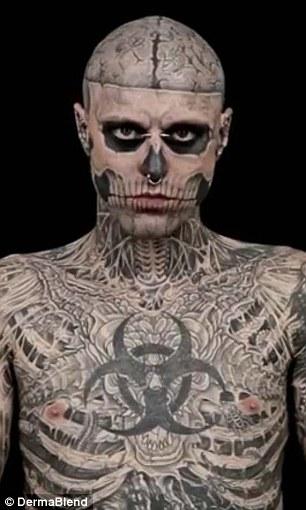 Impecable: La composición revela cómo el artista se vería sin tatuajes en su marca registrada