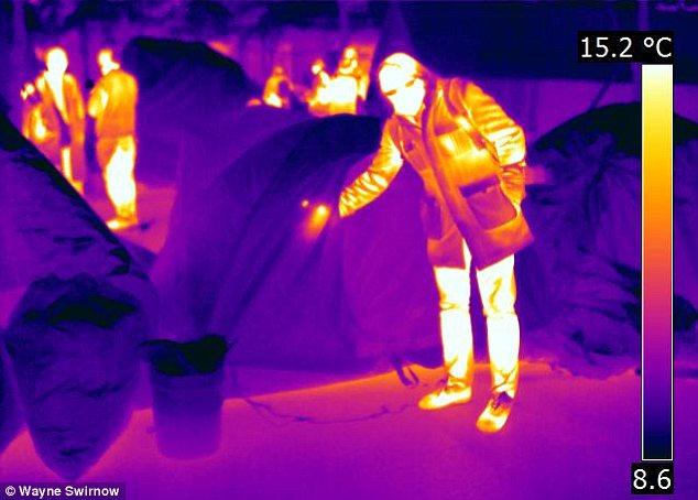 """No es visión de rayos X: Cuando te crees que eres """"ver a través"""" algo con las imágenes de infrarrojos (como una mano dentro de una tienda), es realmente la energía del cuerpo el calor que irradia en la pared de la tienda"""