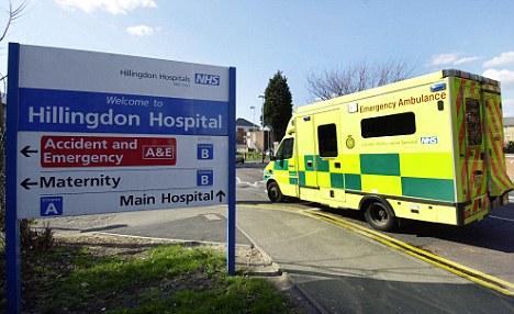 Ataque: El incidente tuvo lugar en Hillingdon Hospital de Middlesex el 17 de octubre.  El responsable fue retirado inmediatamente y se debe a ser deportados
