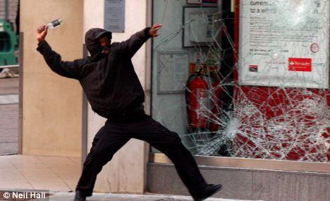 El seguimiento: La policía puede usar la tecnología de vigilancia en las escenas de desorden público, como los disturbios de Londres