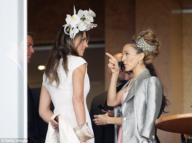 Sarah Jessica Parker Points Out Liz Hurleys Extravagant