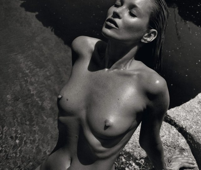 Supermodel Behaviour Kate Moss Poses For A Stunning Shot Featured In The Pirelli  Calendar