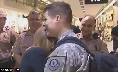 Returning soldier proposes to girlfriend at airport ...
