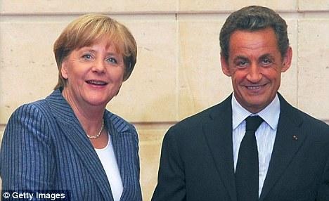 Graves advertencias: la canciller alemana, Angela Merkel y el presidente francés, Nicolas Sarkozy, advirtió a la crisis de la eurozona se agravará en el nuevo año como un think tank afirmó la moneda única se han desintegrado por completo en 2022