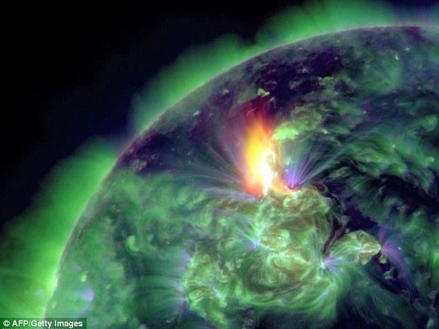 Llama así: Esta imagen muestra una llamarada M3.2 solar captada por el Observatorio de Dinámica Solar.  Una eyección de la tierra-dirigido de masa coronal - plasma del sol - se asoció con la llamarada solar