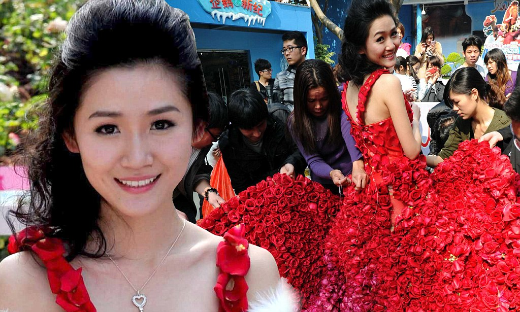 Valentines Day 2012 Chinese Man Proposes To Girlfriend