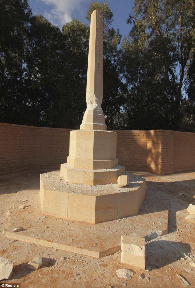 Shattered: El memorial después de haber sido atacado por la mafia