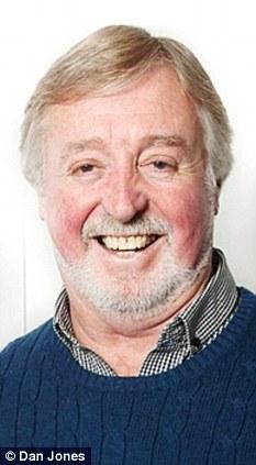 Humillada: David Jones, creador de Fireman Sam, está indignado por la forma en que fue tratado en el aeropuerto de Gatwick