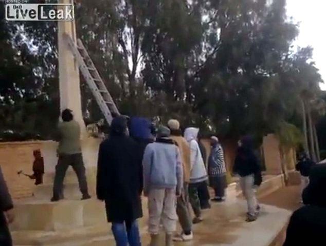 Furia: Los extremistas hachazos en la monunent