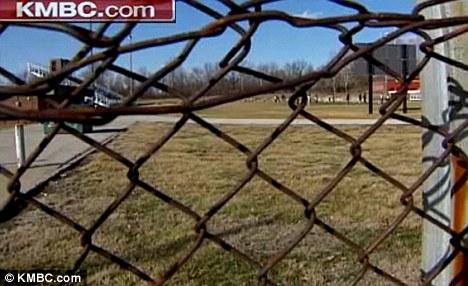 Stalkers: El muchacho dijo que los adolescentes lo siguió a casa de East High School, se ve aquí, y puede ser que los estudiantes