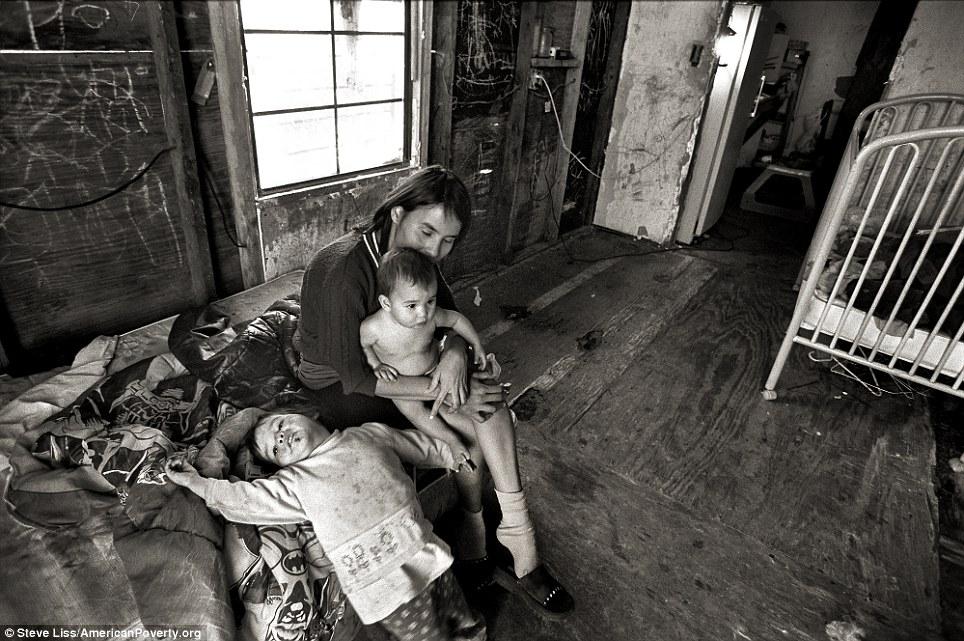 """Résultat de recherche d'images pour """"pictures of poverty in america 2016"""""""