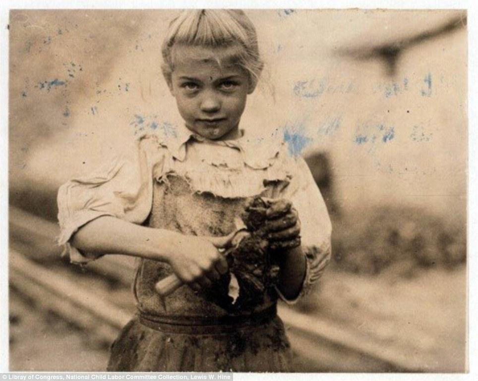 Rosie shucks oysters in 1913