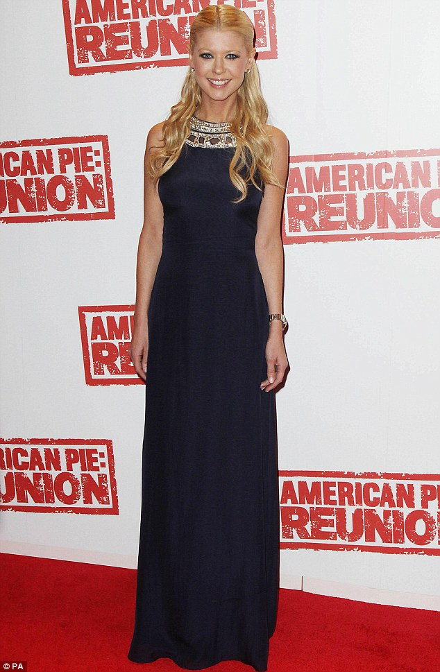 Demure: Tara looked striking in simply yet elegant Hollywood glamour
