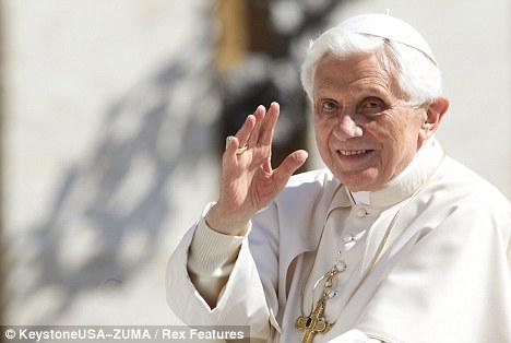 Enorme audiencia: el Papa Benedicto XVI en la Plaza de San Pedro.  La mayoría de la población mundial cree en Dios - aunque el número de los ateos ya los números de los cientos de millones de