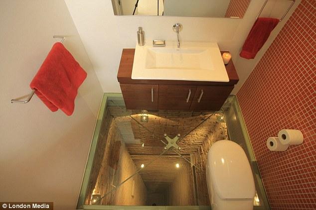 kabar-aneh.blogspot.com - Inikah Toilet Paling Mengerikan di Dunia?