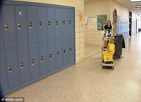 Berjuang: Untuk mencapai mimpinya, kemudian Schooler tinggi bekerja sebagai penjaga sekolah dan mengambil kelas online untuk mengejar ketinggalan setelah dianggap drop out setelah absen dua bulan sekolah
