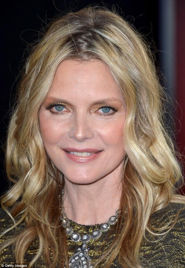 Michelle Pfeiffer 54 Appears Ageless As She Glitters In