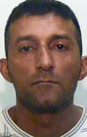 Cortesía sin fecha emitido por la Policía de Manchester de la Mayor Mohamed Sajid, de 35 años, que ha sido declarado culpable de conspiración, tráfico, un cargo de violación y un cargo de la actividad sexual con un niño