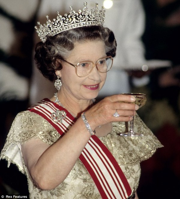 QUEEN ELIZABETH THE UNITED KINGDOM PICTURES