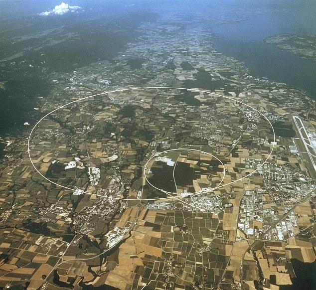 Una luna llena rompe el círculo: Una vista aérea de la frontera suizo-francesa, lo que indica la ruta del Gran Colisionador de Hadrones