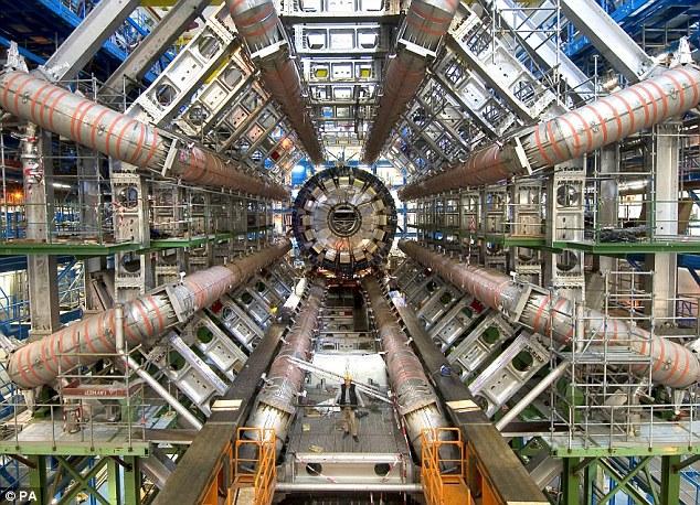 Interior: El gran proyecto es la pieza más enorme aparato científico jamás construido, y está enterrado 100 metros bajo tierra