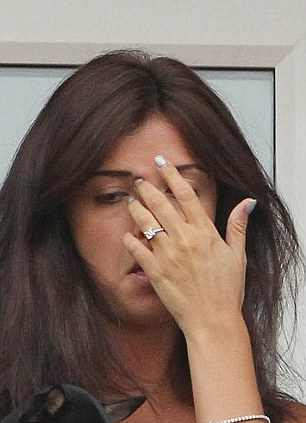 TOWIEs Lucy Mecklenburgh Shows Off Her 25000 Engagement