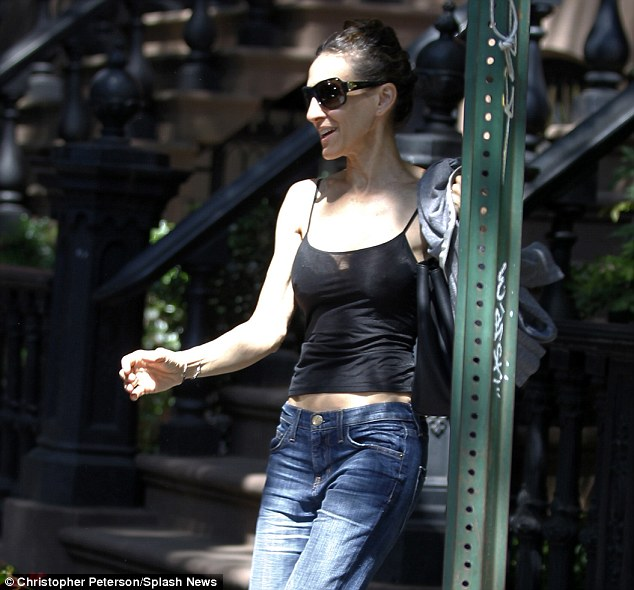Sarah Jessica Parker Lets It All Hang Out As She Goes
