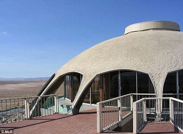 Contraste: La estructura inteligentemente diseñado mantiene fresco el interior, pero fuera recibe un montón de sol