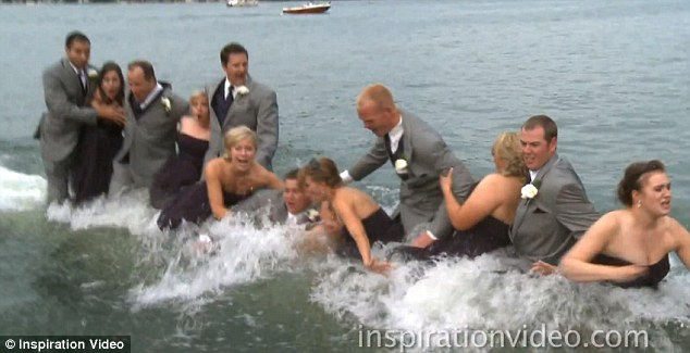 Dan pengantin beserta rekan harus jatuh ke dalam danau